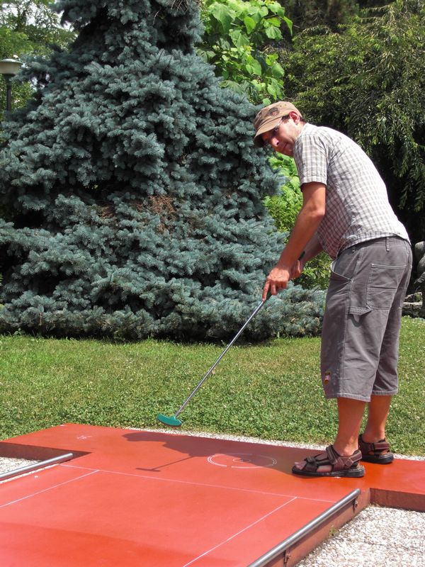Playing minigolf in Canegrate
