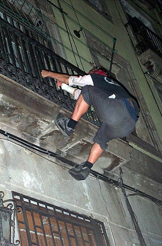 The drunk spiderman, Barcelona, July 2003