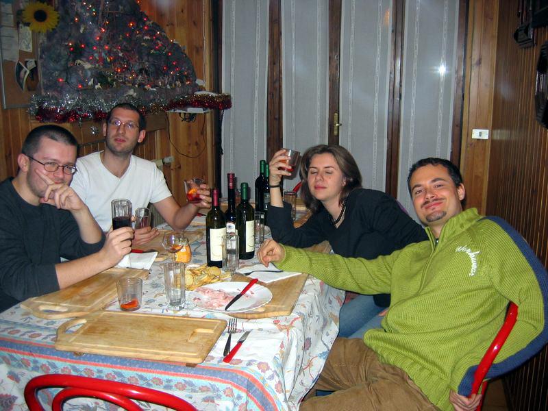 A drink to the old times (Walter, Olaf, Alessia, Mauro - the one who can't drink)